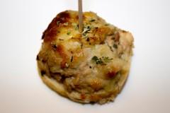 Atún, cebolla pepinillo y mahonesa gratinado con queso